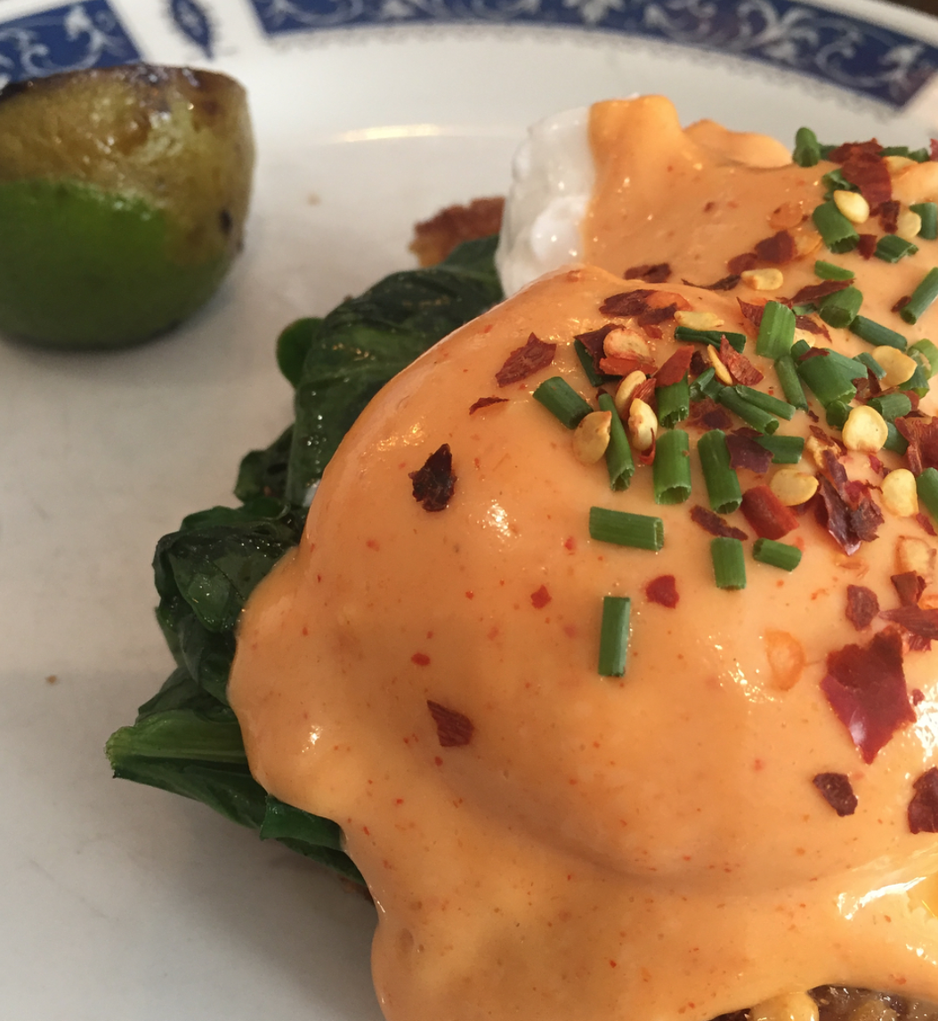 eggbreak notting hill - crab benedict with lime